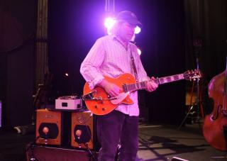 Buddy Miller on stage with his Fulltone TTE.
